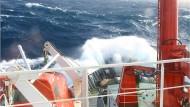 Das Forschungsschiff Sonne auf rauher See