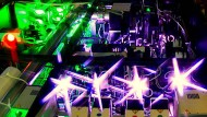 Blick ins Innere des 500 Terawatt starken Hercules-Lasers