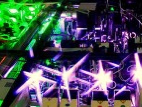 Der intensivste Laserstrahl ist so hell wie das gebündelte Sonnenlicht
