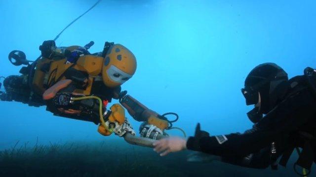 OceanOne, el robot creado por la Universidad de Stanford que puede bucear en las profundidades del mar