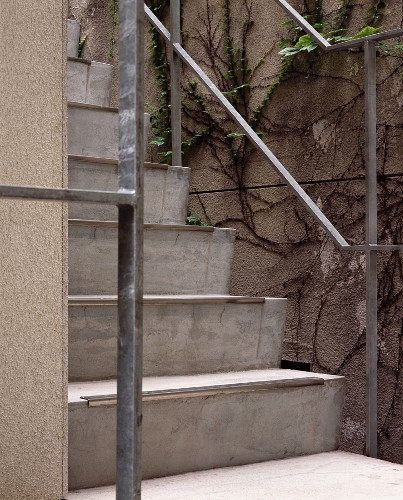 Concrete Steps With A Metal Banister … – Buy Image – 713401   Metal Steps For Outside   Backyard   Steel Construction   Easy   Utility   Outdoors