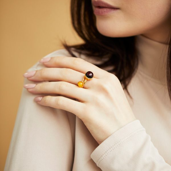 Ring with milky amber