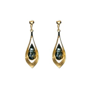 Long gold-plated earrings with green amber