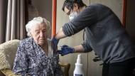 Angesteckt trotz Impfung – der Härtetest im Altenheim
