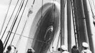 """Blick vom Board der Monte Rosa auf Luftschiff D-LZ 127 """"Graf Zeppelin"""""""