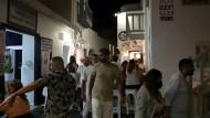 Reges Nachtleben auf der Jet-Set-Insel Mykonos: Vor allem Clubs und Bars sollen das Infektionsgeschehen antreiben.