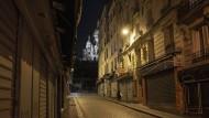 Im Zwischenreich: Die Pariser feiern nächtens bereits wieder hinter verriegelten Fenstern, aber zu sehen ist das nicht.