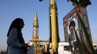 Ein Land im Schatten seiner Vergangenheit: Waffenschau im Teheran unserer Tage zur Erinnerung an den Ausbruch des Krieges gegen den Irak im Jahr 1980