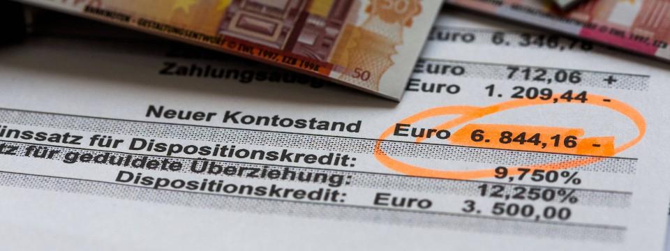 Gefangen im Minus: Immer mehr Deutsche verschulden sich.