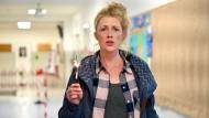 """Verzweifelt zwischen Home Office und Klassenzimmer: Tina (Christine Eixenberger) in """"Lehrerin auf Entzug""""."""