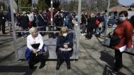 Warten vor dem Belgrader Impfzentrum