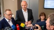 Michael Stübgen (von links nach rechts), kommissarischer Landesvorsitzender der CDU, Dietmar Woidke (SPD), Ministerpräsident von Brandenburg und Ursula Nonnemacher, Spitzenkandidatin der Brandenburger Grünen