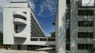 Ikone der Moderne: In Narkomfin-Haus lebt man in Duplex-Appartments im Wohntrakt, von dort führt eine Fußgängerbrücke ins Gemeinschaftsgebäude, wo ein Café und ein Dokumentationszentrum entstehen soll.