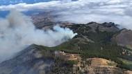 Rauch über den Bergen von Gran Canaria: Es brennt seit dem Wochenende auf der kanarischen Insel.