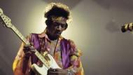 Virtuose im Feedback-Gewitter: Jimi Hendrix, hier 1969 in London, zelebrierte auf seinen Konzerten das Zusammenspiel von Musik und Körperlichkeit.