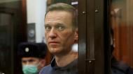 Verlegung in Strafkolonie: Niemand weiß, wohin sie Nawalnyj bringen