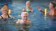 Seniorenschwimmkurs im Hallenbad in Augsburg