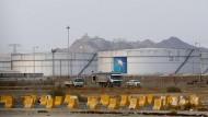 Nach dem Drohnenangriff steigen die Ölpreise: Blick auf Öltanks in einer Anlage des staatlichen Ölkonzerns Saudi Aramco