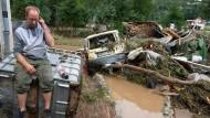 Das Ausmaß der Zerstörung ist riesig – die Wassermassen sind aber noch nicht gebändigt.