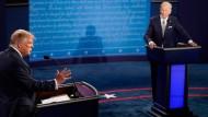 Trump und Biden kämpfen um die Wählergunst.