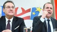 Die FPÖ-Politiker Strache und Vilimsky im Februar auf einer Pressekonferenz in Wien.