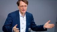 Rechnet im Falle einer weiterhin so schnellen Ausbreitung des Coronavirus mit einem lokalen Shutdown: SPD-Gesundheitsexperte Karl Lauterbach.