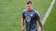 Sein Wort hat Gewicht: Bei Bundestrainer Joachim Löw ist Toni Kroos gesetzt.