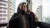 """Man nennt sie """"Mutter des Iraks"""": Die Sunnitin Um Qusay rettete Hunderte schiitische Rekruten vor dem IS."""
