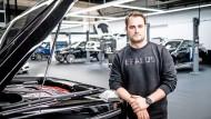 Motorhaube: Gründersohn Constantin Buschmann führt bei Brabus das  Erbe seines Vaters fort.