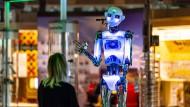 """Der Roboter """"robothespian"""" im Heinz Nixdorf MuseumsForum in Paderborn"""