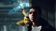 """Erfolgreiches Detektiv-Duo: Pikachu und Justice Smith in """"Pokémon: Meisterdetektiv Pikachu"""""""