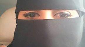 Flüchtlinge - Rana Ahmad Hamd (pseudonym) erzählt von ihrer Flucht aus Syrien. Sie ist in Saudi-Arbabien geboren und aufgewachsen und jetzt zum Atheismus konvertiert.