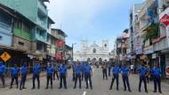Sicherheitskräfte sperren das Gebiet rund um St. Anthony´s Shrine in Colombo nach dem Anschlag ab.