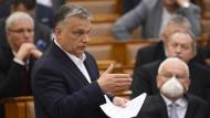 Viktor Orbán will in der Corona-Krise ein fragwürdiges Gesetz durchs Parlament bringen.