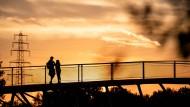 Sonnenuntergang in Oberhausen: Die Stadt ist wie viele Gemeinden im Ruhrgebiet stark verschuldet.
