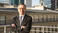 Milton Cheng im Frankfurter Büro von Baker McKenzie
