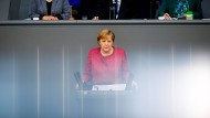 Bundes-Notbremse: Merkel verteidigt geplante Ausgangsbeschränkungen