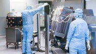 Wichtige Aufgabe: Im Werk des Impfstoffherstellers IDT Biologika in Dessau.