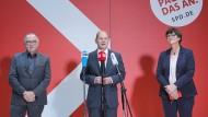 SPD-Bundesvorsitzender Norbert Walter-Borjans, SPD-Kanzlerkandidat Olaf Scholz und Bundesvorsitzende Saskia Esken am Mittwoch in Berlin