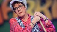 """Als """"Putzfrau Gretel"""" bei der Saarländischen Narrenschau: die CDU-Vorsitzende Annegret Kramp-Karrenbauer"""