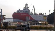 Das türkische Forschungsschiff Oruç Reis im Hafen von Antalya