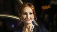 """Die britische Autorin J.K. Rowling legt mit """"Der Ickabog"""" ihr erstes Buch für junge Leser seit """"Harry Potter"""" vor."""