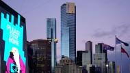 Werbung an einer Häuserwand in Melbourne bittet die Einwohner darum, zu Hause zu bleiben.