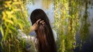 Die Iranerin Sara lebt seit zwei Jahren in einem Frauenhaus. Ihr Mann darf sie nicht finden.