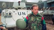Kenner des Balkans: Biden im April 1993 am Flughafen in Sarajevo