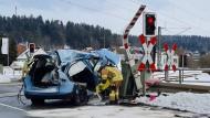 Marbach: Zug kollidiert mit Pannenfahrzeug auf Bahnübergang