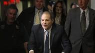 Anfang 2020 erreicht Harvey Weinstein das Gerichtsgebäude in New York.