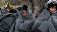 In Not: Afghanische Flüchtlinge nach ihrer Ankunft auf der griechischen Insel Lesbos