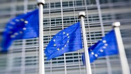Brüssel: EU-Fahnen wehen vor dem Sitz der EU-Kommission in Brüssel.