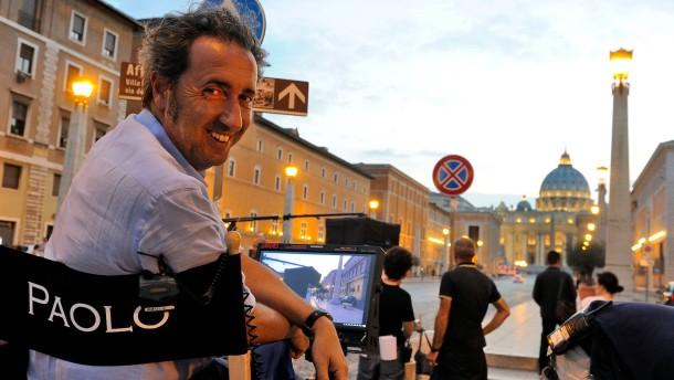 """© Gianni Fiorito Paolo Sorrentino bei den Dreharbeiten zu """"Der junge Papst"""""""
